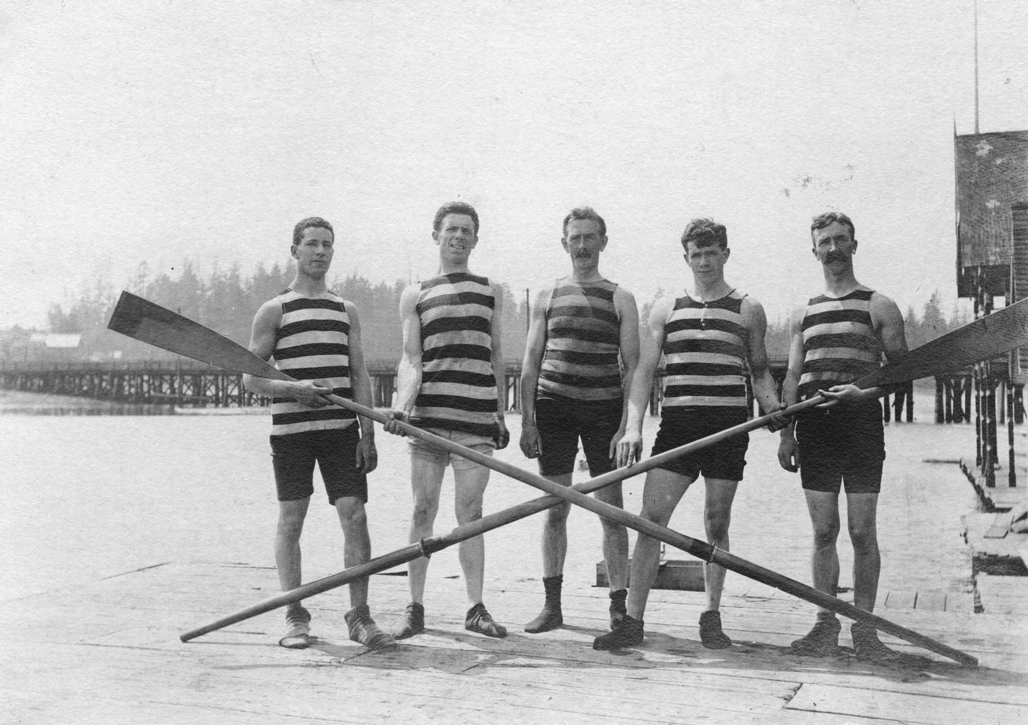 1904-champion-of-rowing-club